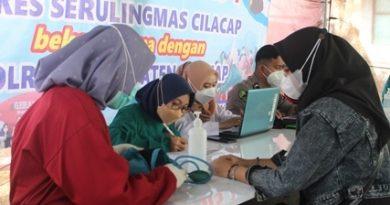 Bersama Polres Cilacap, STIKes Serulingmas Cilacap Gelar Program Vaksinasi